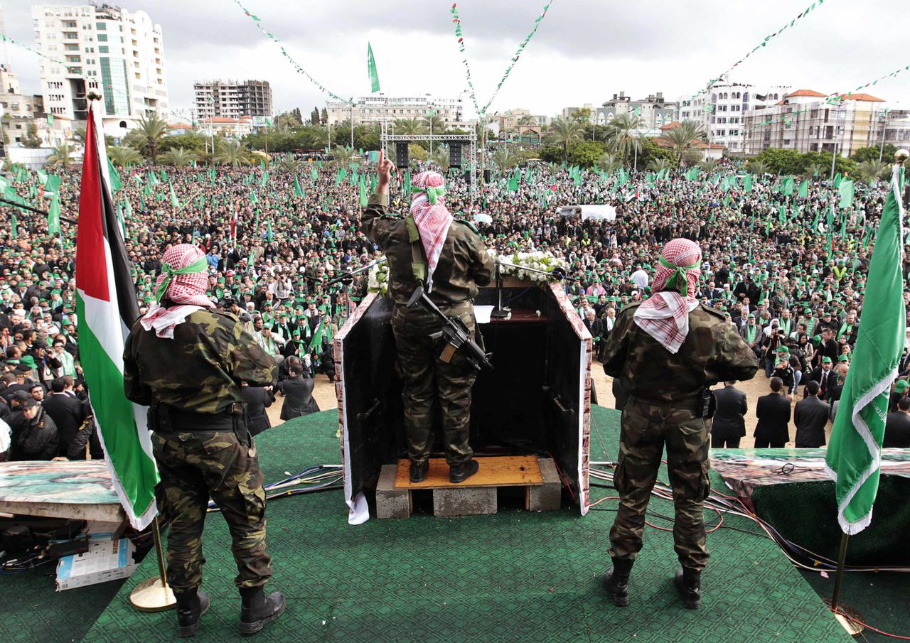 "A Palestinian member of the Al-Qassam brigades, the armed wing of the Hamas movement, gives a speech during a rally marking the 25th anniversary of the founding of Hamas, in Gaza City December 8, 2012. Hamas leader Khaled Meshaal, in an uncompromising speech during his first ever visit to Gaza after decades of exile, told a mass rally on Saturday he would never recognise Israel and pledged to ""free the land of Palestine inch by inch"". REUTERS/Ahmed Jadallah (GAZA - Tags: POLITICS ANNIVERSARY CIVIL UNREST)"