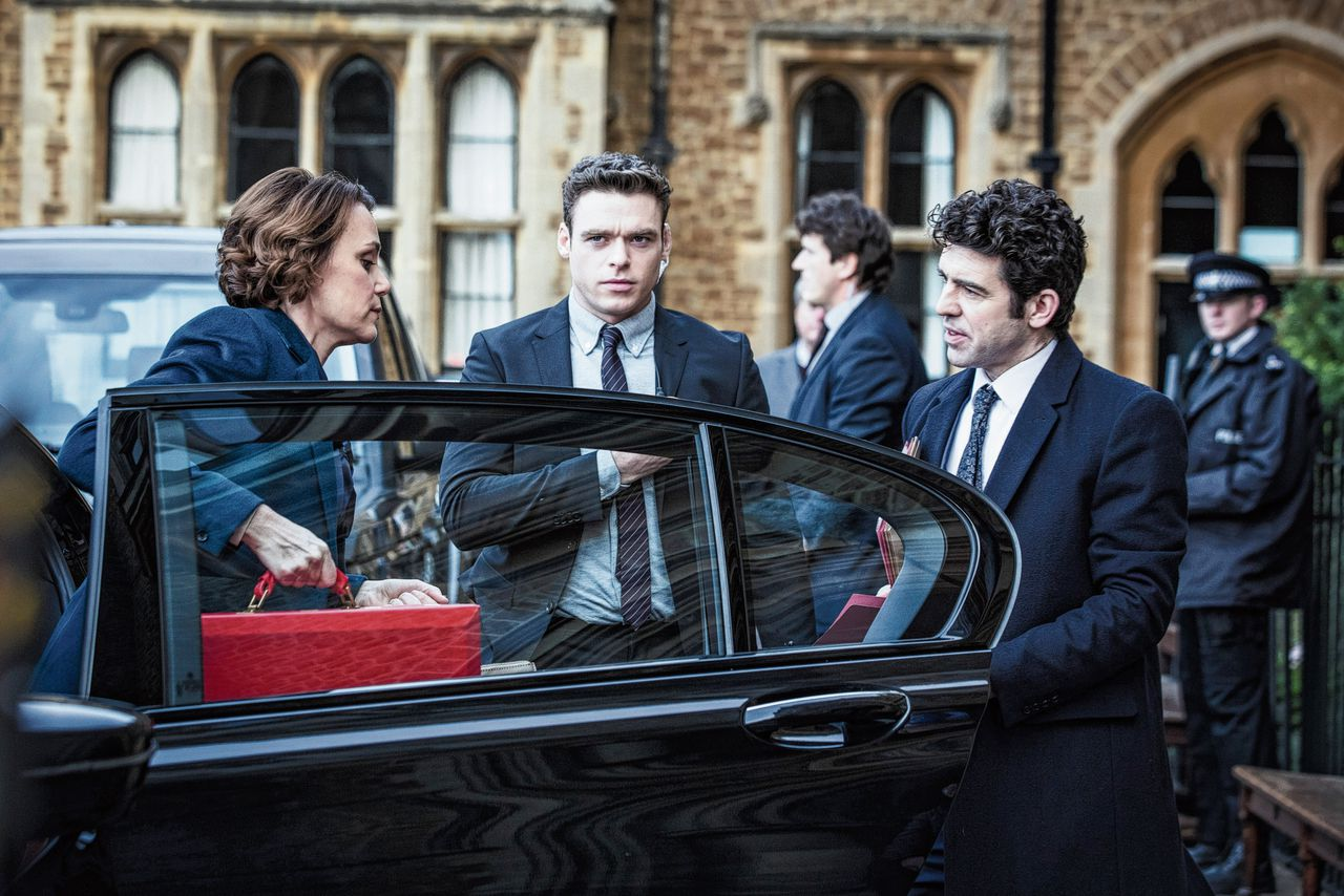 Minister Julia Montague (Keeley Hawes) en haar lijfwacht David Budd (Richard Madden) in de BBC-serie Bodyguard