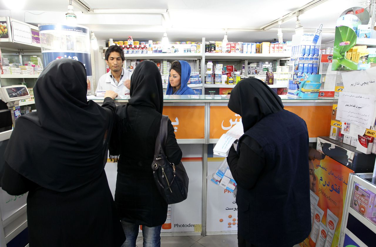 Iranian women buy medicine from a pharmacy in Tehran on October 21, 2012. Some six million patients in Iran are affected by Western economic sanctions as import of medicine is becoming increasingly difficult, governmental newspaper Iran Daily reported quoting a health official. AFP PHOTO/ATTA KENARE