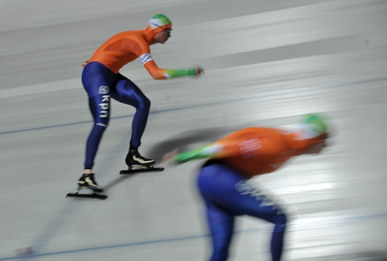 Gold medalist Dutch Sven Kramer (L) competes with his teammate second placed Jan Blokhuijsen (R) during the 10000m competition of the Essent ISU European Speed Skating Championships 2012 in the City Park Ice Rink of Budapest on January 8, 2012. AFP PHOTO / ATTILA KISBENEDEK