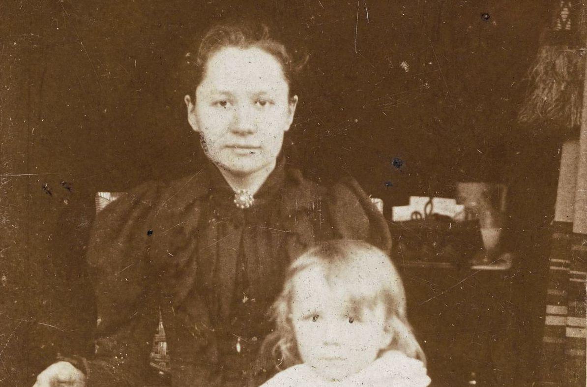Jo van Gogh-Bonger met haar zoon Vincent, die vernoemd is naar zijn beroemde oom.