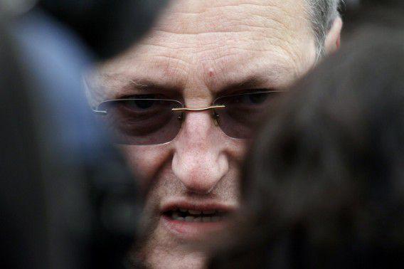 Archieffoto van Efraim Zuroff, directeur van het Simon Wiesenthal Centrum in Israël tijdens een demonstratie vorig jaar in Riga, Letland.