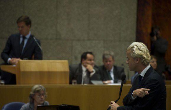 PVV-fractieleider Geert Wilders interrumpeert premier Rutte tijdens de Algemene Politieke Beschouwingen. Foto NRC / Roel Rozenburg