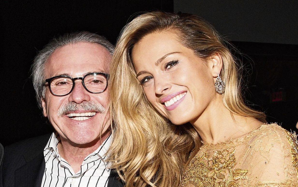 David Pecker, uitgever van de National Enquirer, met fotomodel Petra Nemcova.