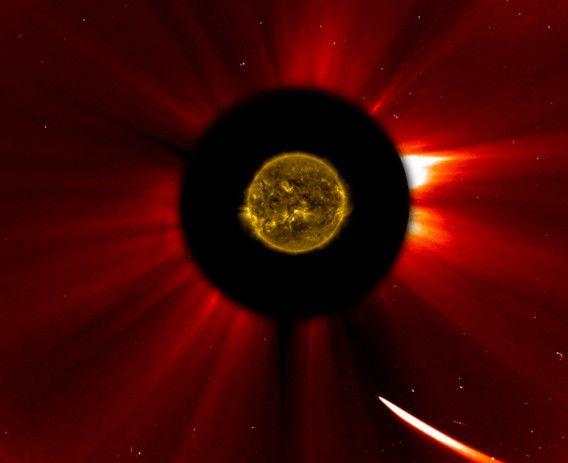 ISON nadert de zon op deze compositieafbeelding van NASA van afgelopen donderdag