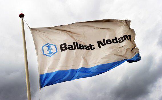 WADDINXVEEN - Vlag met het logo van Ballast Nedam. Het bouwbedrijf heeft in het eerste halfjaar van 2010 de verwachtingen van analisten fors overtroffen. ANP XTRA LEX VAN LIESHOUT