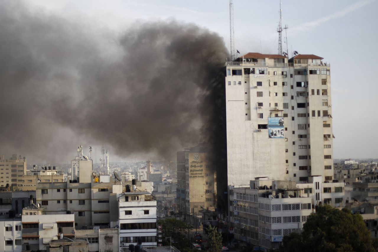 Smoke is seen after an after an Israeli air strike, witnessed by a Reuters journalist, out of a floor in a building that also houses media offices in Gaza City November 19, 2012. An Islamic Jihad local commander was killed on Monday in an Israeli air strike on a tower block that houses many international media, a source in the militant group said. REUTERS/Ahmed Jadallah (GAZA - Tags: MILITARY CONFLICT MEDIA)