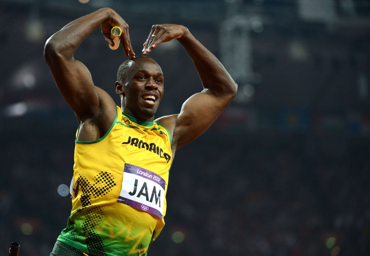 TOPSHOTS Jamaica's Usain Bolt celebrates after winning the men's 4X100 relay final at the athletics event of the London 2012 Olympic Games on August 11, 2012 in London. AFP PHOTO / OLIVIER MORIN
