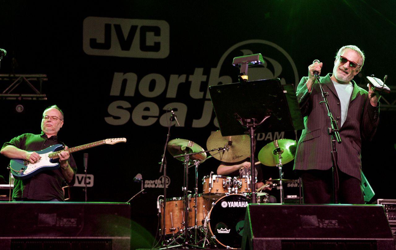 Walter Becker (links) en Donald Fagen tijdens een optreden van Steely Dan op het Rotterdamse North Sea Jazz festival in 2007.