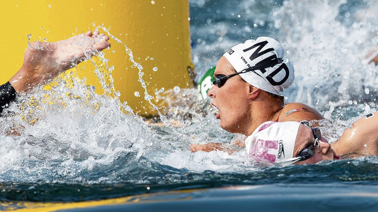 epa07715606 Sharon van Rouwendaal of Netherlands competes in the Womens 10km Open Water Swimming at the Gwangju 2019 Fina World Championships in Yeosu, South Korea, 14 July 2019. EPA/PATRICK B. KRAEMER
