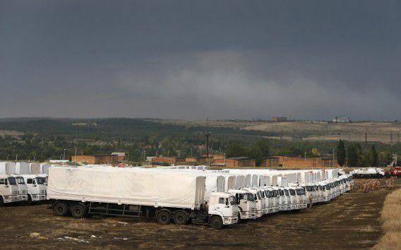 Het Russische hulpkonvooi wacht al dagen om de grens over te steken.
