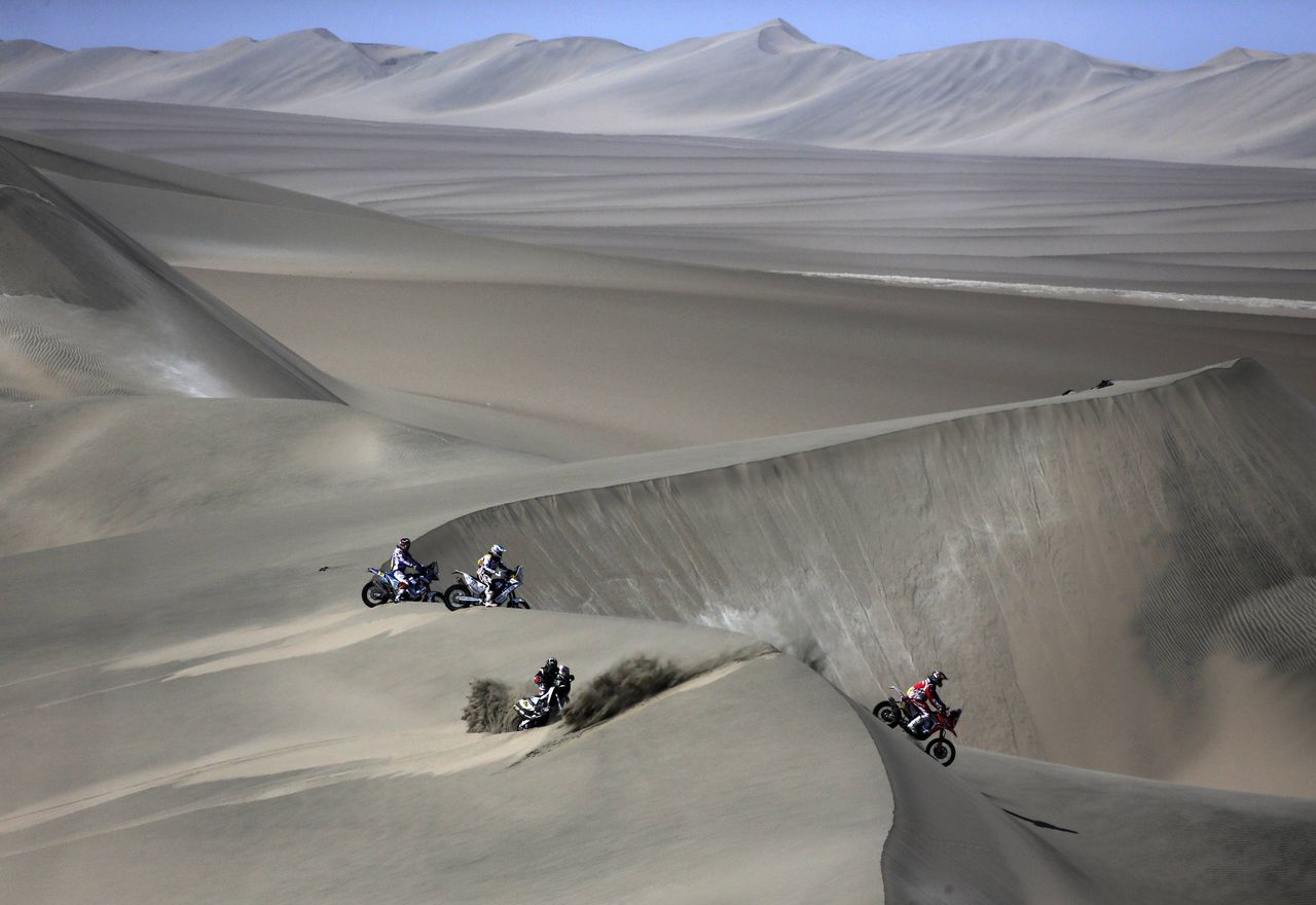 Motorcyclists compete during the second stage of the Dakar Rally 2013, from Pisco to Pisco, January 6, 2013. REUTERS/Jacky Naegelen (PERU - Tags: SPORT MOTORSPORT TPX IMAGES OF THE DAY)