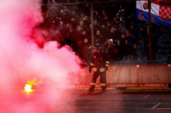 De politie van Eindhoven heeft een noodverordening afgekondigd tegen de harde kern van Dinamo Zagreb.