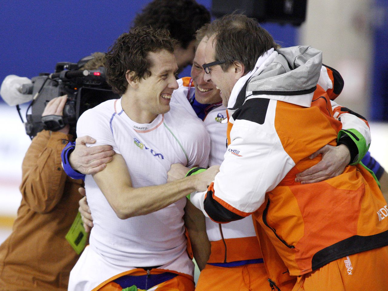 Holland's sprint speed skater Stefan Groothuis celebrates with coaches and teammates after winning World Championship at the ISU World Sprint Speed Skating Championships in Calgary, Alberta, Canada January 29, 2012. AFP PHOTO/DAVE BUSTON