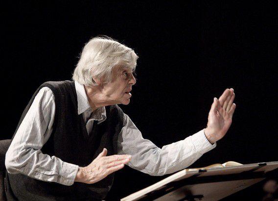 Frans Brüggen dirigeert het Orkest van de Achttiende Eeuw in april 2006 in het Spaanse Cuenca.
