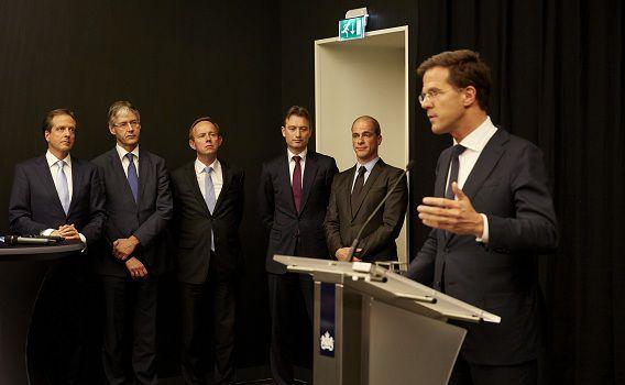Premier Mark Rutte is aan het woord tijdens de persconferentie van de coalitie en oppositiefracties over het bereikte akkoord.