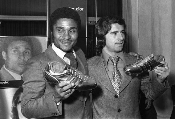 (FILES) -- A file picture taken on October 20, 1973 shows former Portuguese football legend Eusebio da Silva Ferreira, more commonly known as Eusebio (L) and German forward Gerd Mueller (R) posing for photographers during an awards ceremony in Paris after receiving respectively the golden and silver shoes for being the best goal scorers in Europe. Eusebio died at age 71 on January 5, 2014. AFP PHOTO
