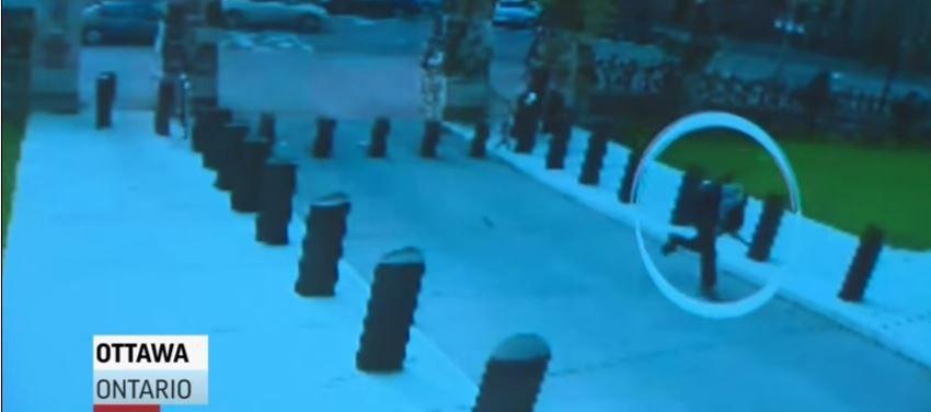 Still uit de vrijgegeven beelden van de schutter in Ottowa