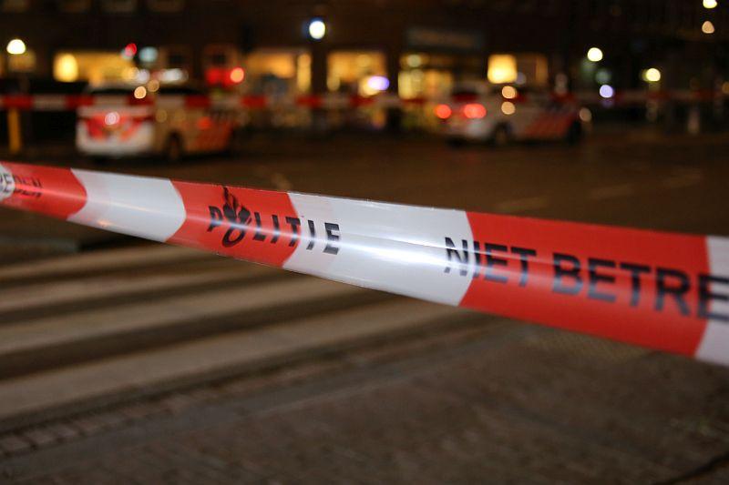 De politie in Amsterdam heeft De Clerqstraat afgezet nadat daar een man werd doodgeschoten, in mei dit jaar.