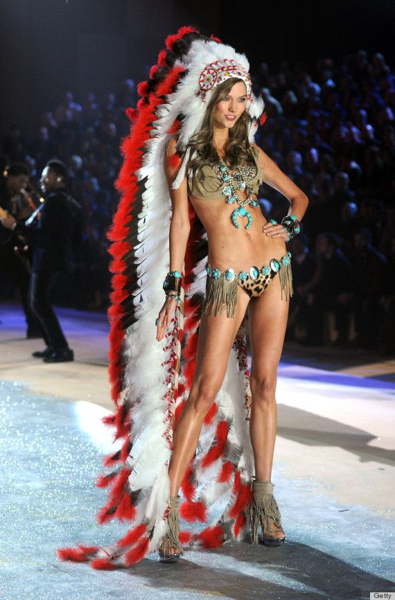 NEW YORK, NY - NOVEMBER 07: Model Karlie Kloss walks the runway during the 2012 Victoria's Secret Fashion Show at the Lexington Avenue Armory on November 7, 2012 in New York City. (Photo by Jamie McCarthy/Getty Images)