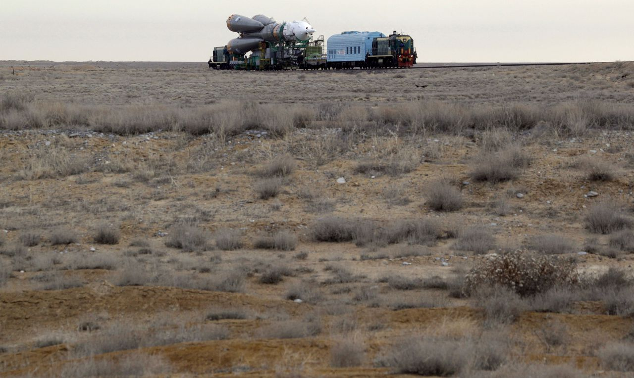 The Soyuz TMA-18 space ship is transported to the launch pad at Baikonur cosmodrome in Kazakhstan, March 31, 2010. The start of the new Soyuz mission, with U.S. astronaut Tracy Caldwell Dyson, Russian cosmonauts Alexander Skvortsov and Mikhail Kornienko, is due for blast off to the International Space Station from the Baikonur Cosmodrome on April 2, 2010. REUTERS/Sergei Karpukhin (KAZAKHSTAN - Tags: SCI TECH)
