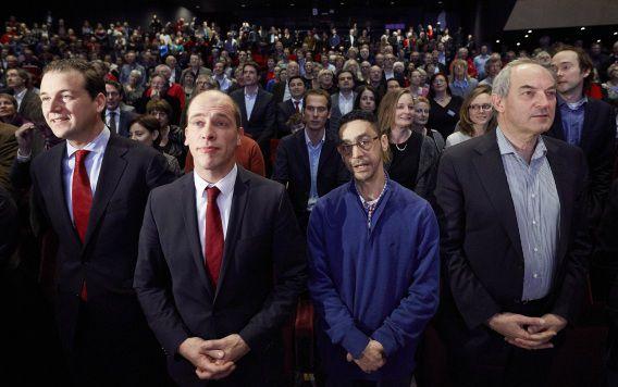 Fouad Sidali (tweede van rechts) tijdens het PvdA-congres vorige maand tussen vice-premier Lodewijk Asscher, PvdA-fractievoorzitter Diederik Samsom en oud-partijleider Job Cohen.