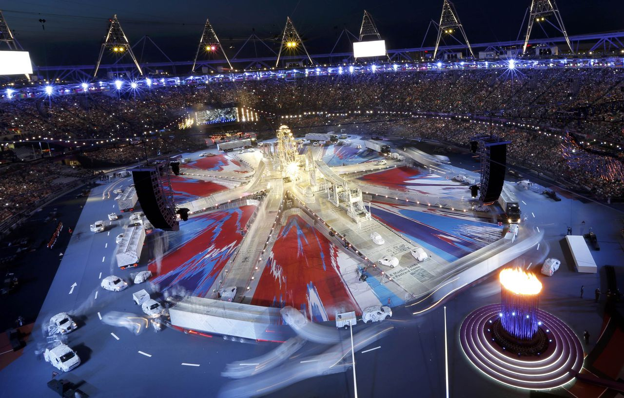 An overview of the Olympic Stadium during the closing ceremony of the London 2012 Olympic Games August 12, 2012. REUTERS/Pawel Kopczynski (BRITAIN - Tags: OLYMPICS SPORT)