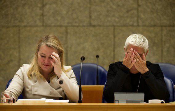 Minister Schultz van Haegen (VVD) en haar staatssecretaris Mansveld tijdens een debat in de Tweede Kamer.