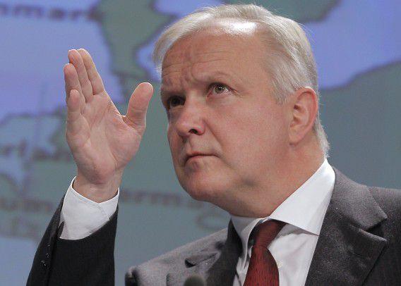 Die kant moet het op. Olli Rehn op archiefbeeld.