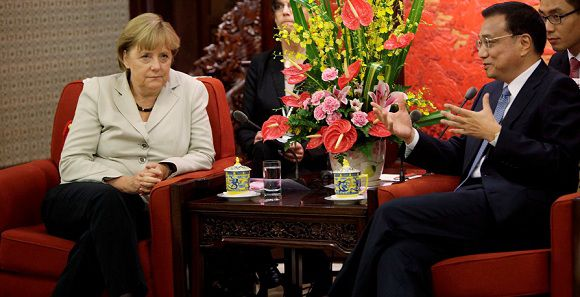Caption: German Chancellor Angela Merkel (L) and Chinese Vice-Premier Li Keqiang chat during their meeting at the Zhongnanhai diplomatic compound in Beijing on August 30, 2012. German leader Angela Merkel is holding top-level talks on her second visit to China this year, with Europe's debt crisis taking centre stage as it begins to drag on the two global powers. Leading several ministers and a high-powered business delegation, Merkel will meet Premier Wen Jiabao in Beijing during the two-day trip and travel to an assembly plant of European planemaker Airbus in nearby Tianjin city. AFP PHOTO / POOL