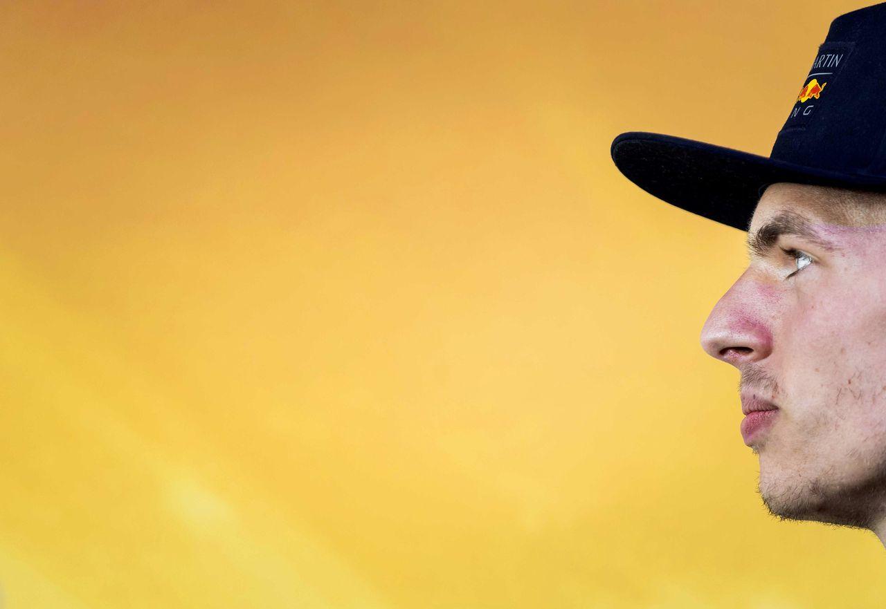 Max Verstappen tijdens een publiek optreden voor supermarktketen Jumbo, sponsor van de coureur.