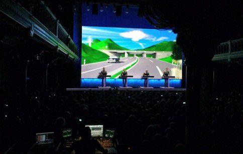 Kraftwerk tijdens de openingsavond hun van The Catologue-tournee in Paradiso, Amsterdam.
