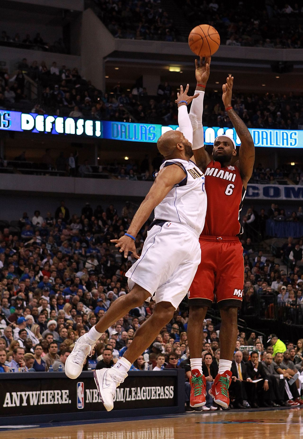 DALLAS, TX - DECEMBER 25: LeBron James #6 of the Miami Heat takes a shot against Vince Carter #25 of the Dallas Mavericks during the NBA season opening game at American Airlines Center on December 25, 2011 in Dallas, Texas. NOTE TO USER: User expressly acknowledges and agrees that, by downloading and/or using this Photograph, user is consenting to the terms and conditions of the Getty Images License Agreement. Ronald Martinez/Getty Images/AFP == FOR NEWSPAPERS, INTERNET, TELCOS & TELEVISION USE ONLY ==