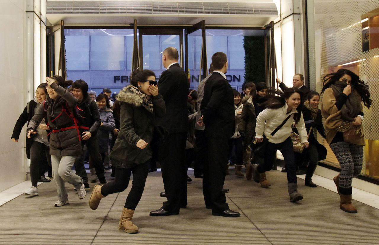 Shoppers run into Selfridges as the doors open for the start of the Boxing Day sale at their flagship store on Oxford Street in London December 26, 2011. REUTERS/Stefan Wermuth (BRITAIN - Tags: BUSINESS SOCIETY)
