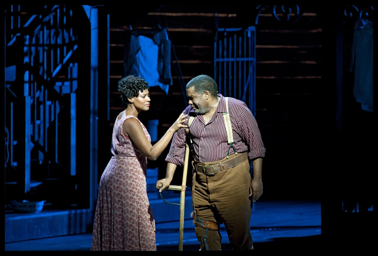 Adina Aaron (Bess) en Eric Owens (Porgy) in Porgy and Bess bij De Nationale Opera