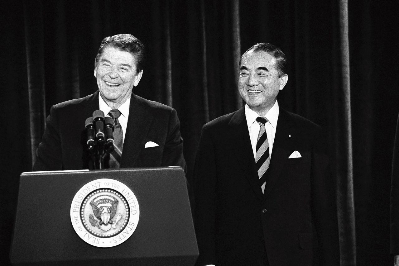 Ronald Reagan met Yasuhiro Nakasone in Los Angeles in 1985.