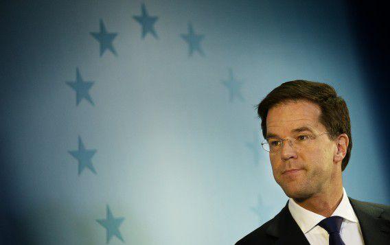 VVD en PvdA willen in 2014 maximaal zes miljard euro extra bezuinigen, zo bevestigen bronnen binnen de coalitie.