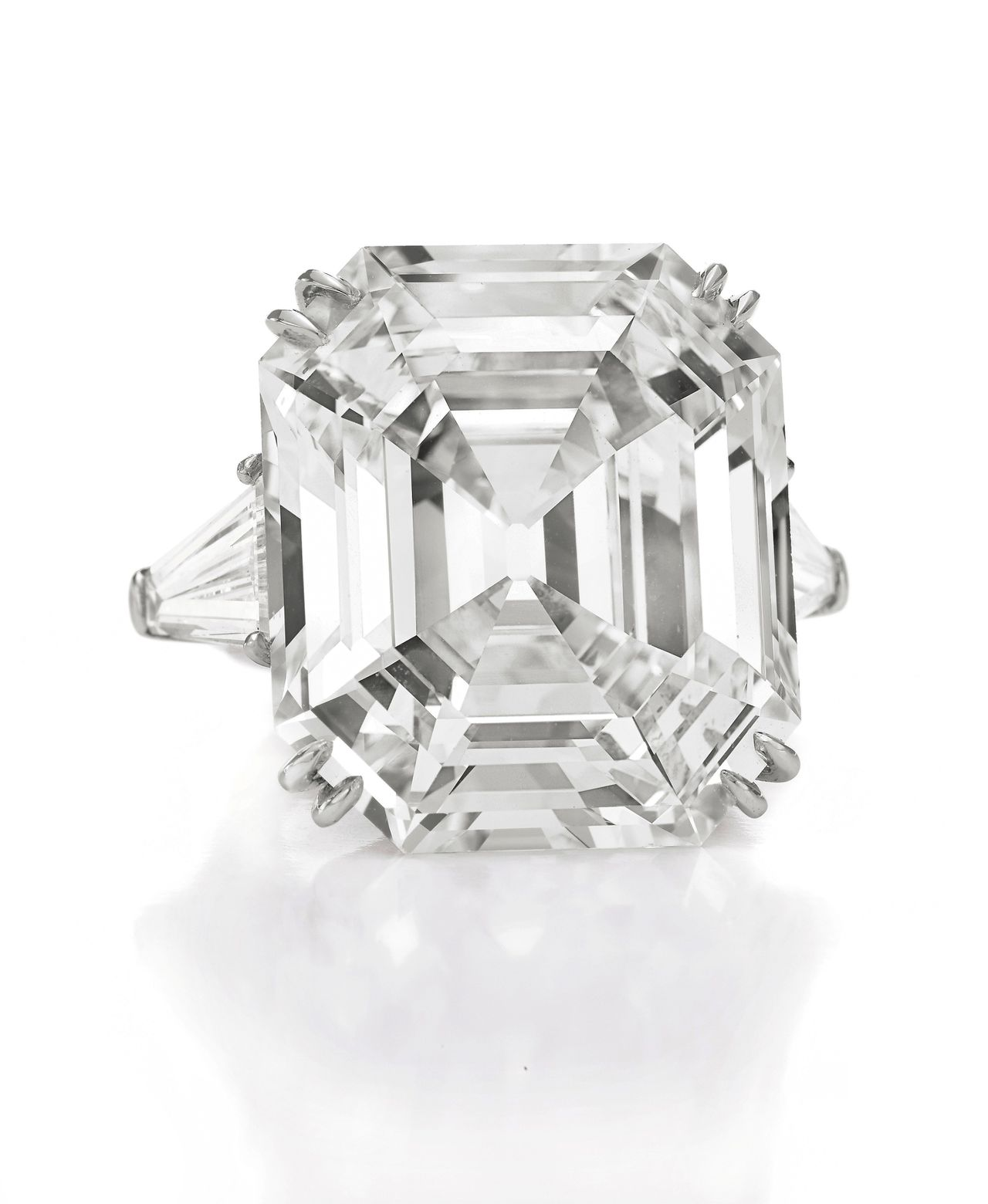 An undated handout photograph of 'The Elizabeth Taylor Diamond', a 33.19 carat diamond ring which is part of the upcoming auction of the late actress' jewelry, clothing, art and memorabilia at Christie's Auction house in New York City, December 1, 2011. The iconic diamond ring that was a gift from Taylor's storied romance with Richard Burton is estimated to sell for $2.5 million to $3.5 million. The Collection of Elizabeth Taylor auction will take place December 13, 2011 at Christie's. REUTERS/Handout (UNITED STATES BUSINESS) FOR EDITORIAL USE ONLY (ENTERTAINMENT SOCIETY) BUSINESS) FOR EDITORIAL USE ONLY NO SALES. NO ARCHIVES. FOR EDITORIAL USE ONLY. NOT FOR SALE FOR MARKETING OR ADVERTISING CAMPAIGNS. THIS IMAGE HAS BEEN SUPPLIED BY A THIRD PARTY. IT IS DISTRIBUTED, EXACTLY AS RECEIVED BY REUTERS, AS A SERVICE TO CLIENTS