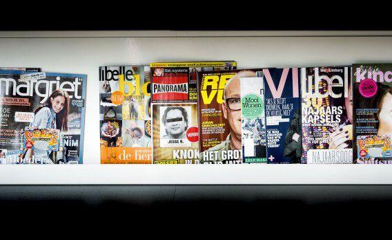 Titels van Sanoma bij het hoofdkantoor in Hoofddorp waar vandaag bekend werd gemaakt dat de uitgeverij 500 banen gaat schrappen.