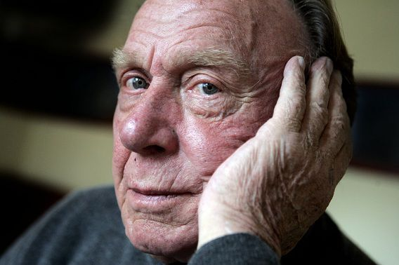 Kees Brusse is op 88-jarige leeftijd overleden.