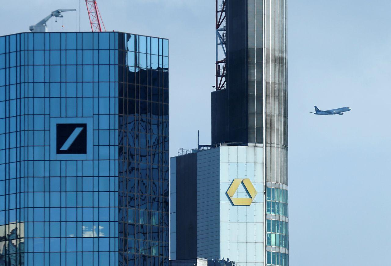 De hoofdkantoren van Deutsche Bank en Commerzbank, buren in het financiële district van Frankfurt.