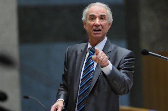 Nederland, Den Haag, 03 April 2012, Gerd Leers, CDA minister van Immigratie en Asiel tijdens het wekelijkse vragenuurtje in de Tweede Kamer, Leers wil burgemeesters niet overrulen en hij betreurt