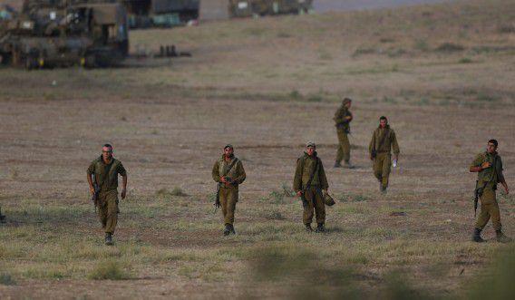 Israëlische soldaten nabij de grens met de Gazastrook. Een Egyptisch voorstel voor een staakt-het-vuren is door Hamas afgewezen.