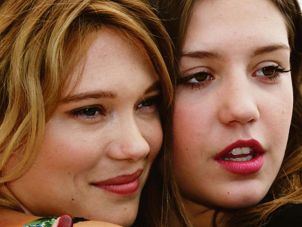 Lea Seydoux (links) and Adèle Exarchopoulos, actrices in La Vie D'Adèle, deze week in Cannes.