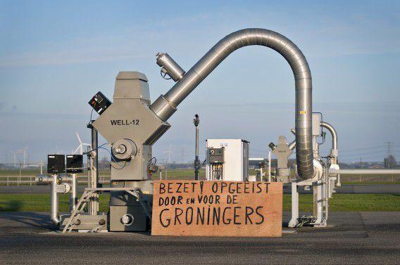 Actievoerders van Schokkend Groningen protesteerden gisteren op een gaswinningslocatie van de NAM bij het dorp 't Zandt.