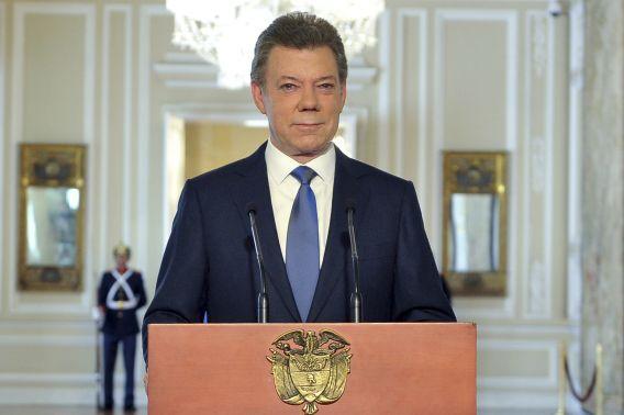 Santos tijdens zijn televisietoespraak vanuit het Nariño paleis in Bogota.