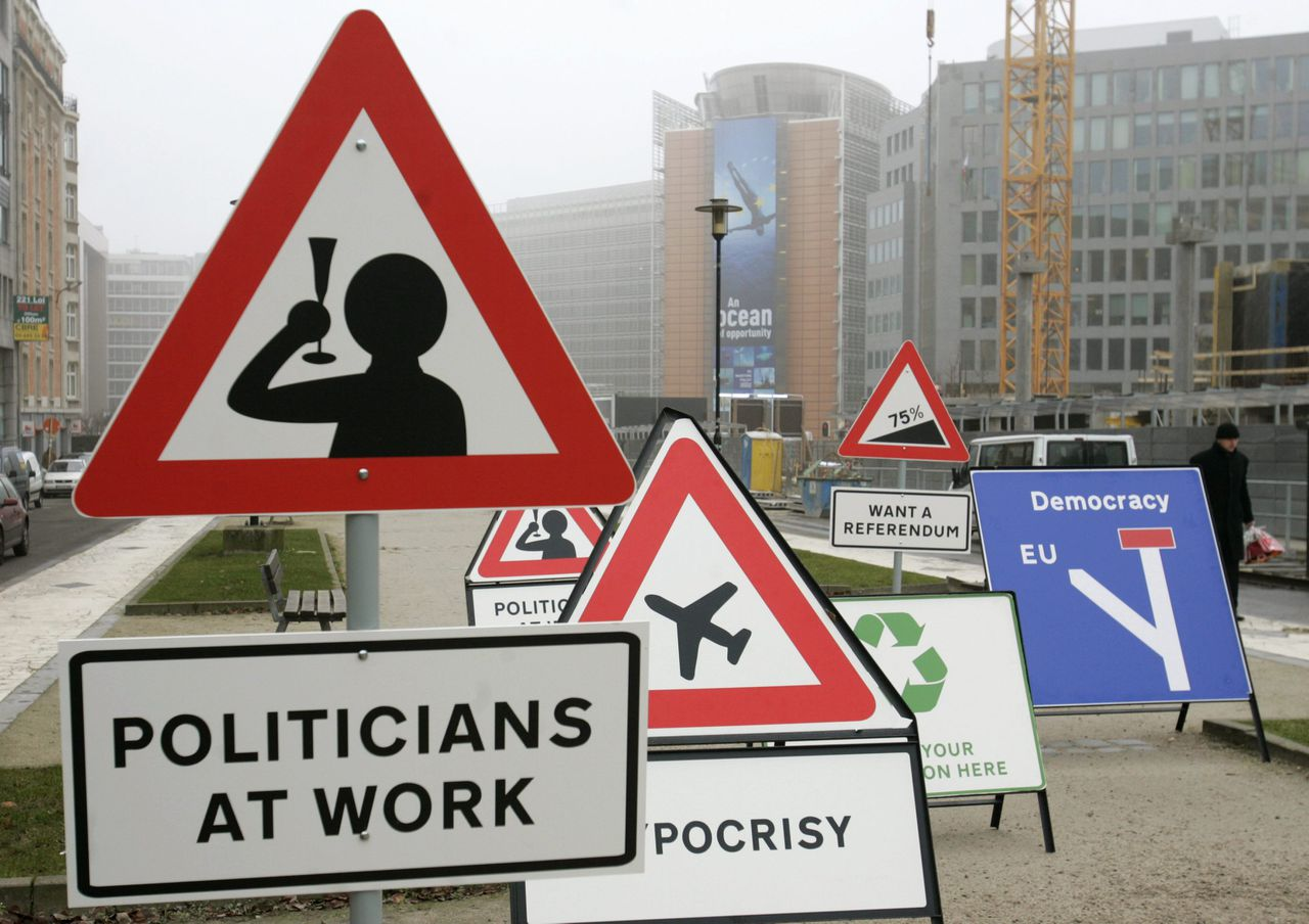 Spoof road signs are erected in front of the European Commission headquarters in Brussels December 13, 2007. British campaigners for a referendum on the European Union's reform treaty were left deflated on Thursday when a protest stunt came to grief outside an EU summit. REUTERS/Thierry Roge (BELGIUM)