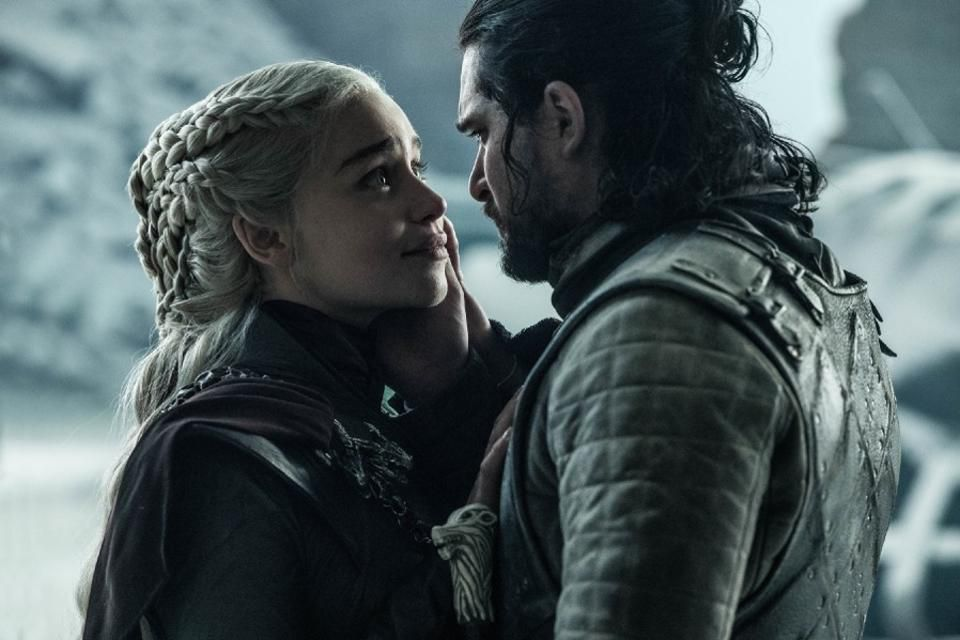 Daenerys Targaryen (Emilia Clarke) en Jon Snow (Kit Harington) in het laatste seizoen van Game of Thrones