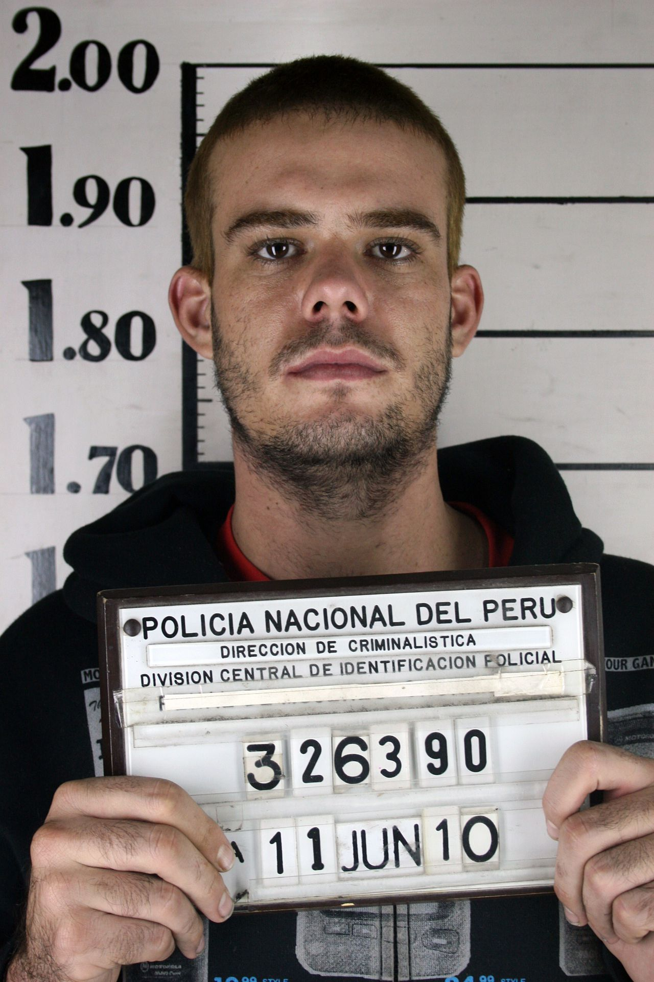 Handout photo released by Peruvian America Television, channel 4, taken on June 11, 2010, of confessed killer Dutch Joran van der Sloot, holding an inmate number at the prosecutor's office in Lima, moments before he was transferred to the Miguel Castro Castro prison in the outskirts of the city. Van der Sloot, 22, was charged with the murder of Peruvian Stephany Flores, 21. US investigators also are following Van der Sloot for the disappearance of US Natalee Holloway in Aruba in 2005, when he was acquitted for lack of proof. AFP PHOTO / AMERICA TELEVISION