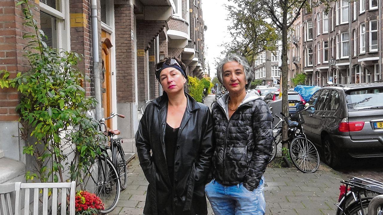 Meral Uslu (r) en Maria Mok.